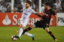 Santos é dominado pelo Atlético-PR, mas vence por 1 a 0 e avança na Libertadores