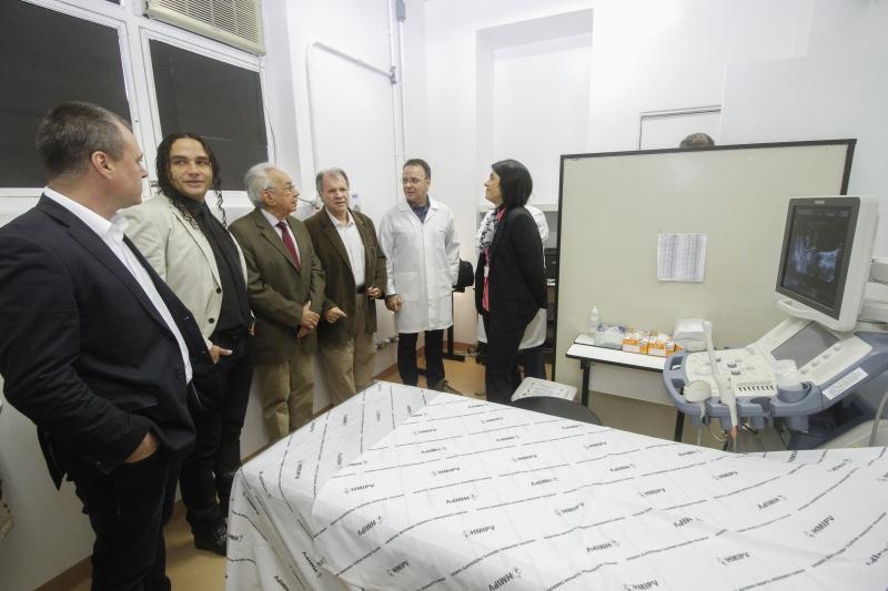 Secretário municipal de Saúde durante inauguração da sala de ecografia