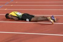 Na última prova da carreira, Bolt se lesiona e não termina 4x100m no Mundial de Atletismo