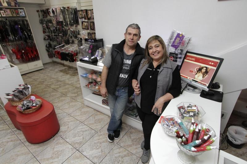 Stefanos e Inajá são proprietários da Piacere Sexy Shop