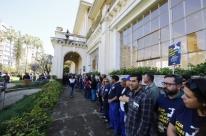 Servidores realizam ato em protesto contra a privatização do Dmae