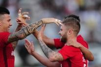 Inter vence a quinta partida seguida e cola no líder da Série B