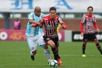 Ameaçados, Avaí e São Paulo empatam com gols de pênalti