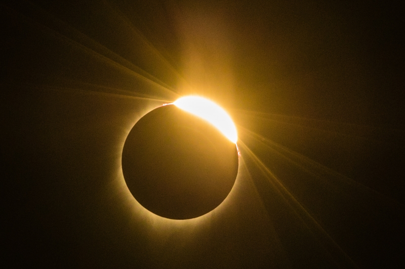 Eclipse total do sol termina nos Estados Unidos