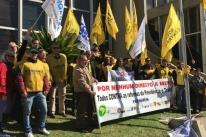 Servidores estaduais protestam contra divisão do IPE