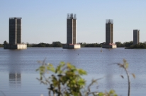 Obras da ponte do Guaíba podem parar em novembro