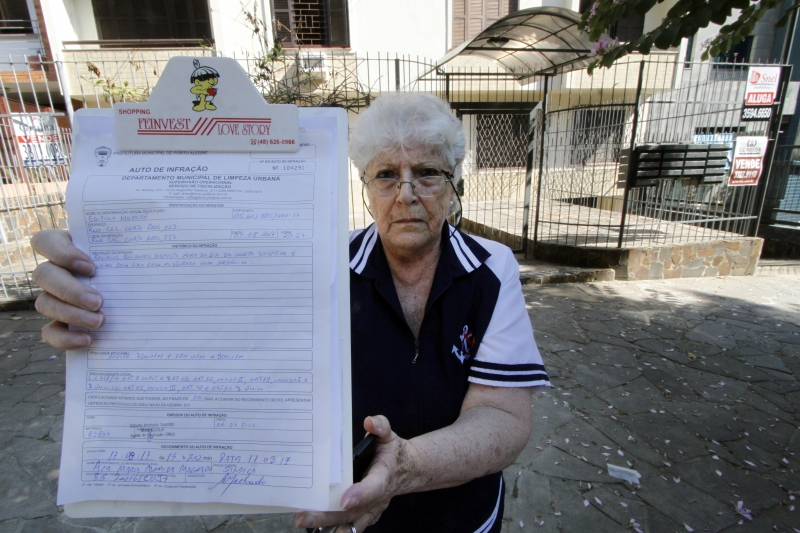 Aposentada Ana Maria Machado foi intimada a pagar quase R$ 3 mil