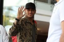 Neymar chega a Porto Alegre e se junta à seleção para jogo das Eliminatórias