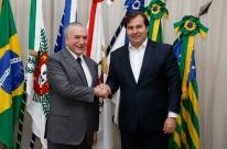 Temer minimiza crise e elogia Rodrigo Maia