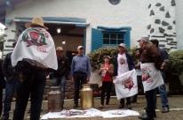 Produtores protestam contra preço do leite