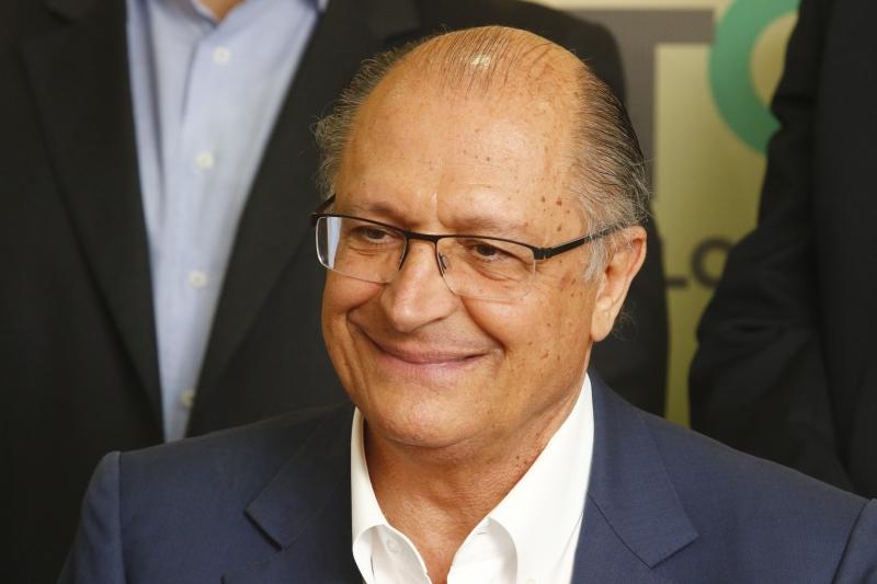 Alckmin disse que o uso de celulares em salas de aula melhora a qualidade de ensino