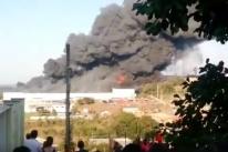 Incêndio de grandes proporções atinge unidade da Marcopolo em Caxias do Sul