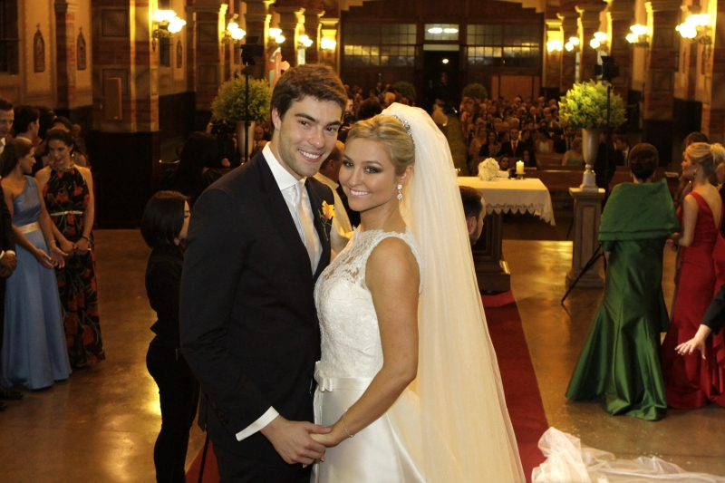 Os noivos Léopold Réquia Bian e Bruna Holler Petry