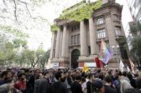 Fim de exposição motiva protestos em Porto Alegre