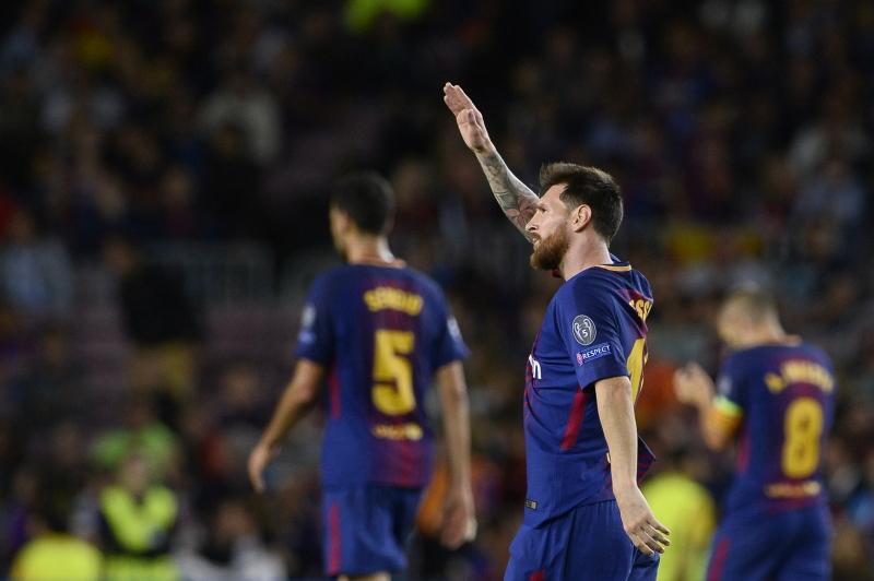 Messi comemora após vencer a meta de Buffon