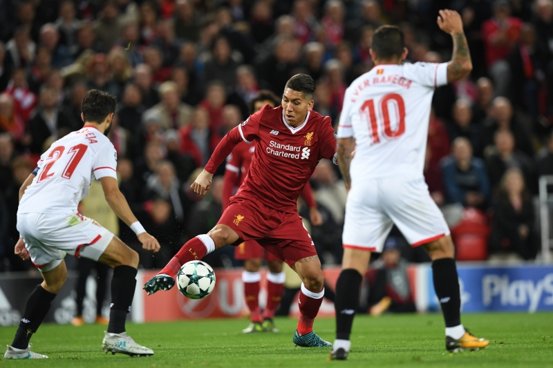 O brasileiro Firmino marcou um dos gols da equipe inglesa no primeiro tempo