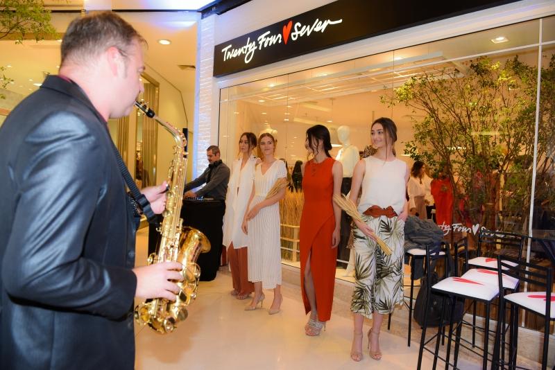 Nesta terça-feira, a loja promoveu um coquetel de inauguração para convidados