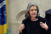 Cármen Lúcia cobra respeito às decisões do Judiciário