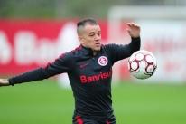 D'Alessandro dá susto e deixa jogo-treino do Inter carregado