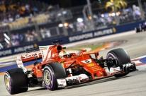 Vettel desbanca Red Bull e fatura pole no GP de Cingapura