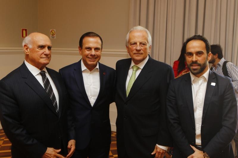 O senador Lasier Martins com João Dória, prefeito de São Paulo, José Paulo Cairoli, vice-governador, e Eduardo Fernandez, presidente do Lide RS
