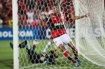 Flamengo vence Chapecoense de goleada e vai às quartas da Sul-Americana