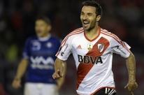 Com 5 gols de Scocco, River massacra por 8 a 0 e vai à semifinal da Libertadores