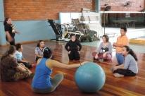 Jovens e crianças recebem orientação sobre atividade física em Santa Maria