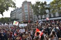 Manifestações contra reforma trabalhista reúnem milhares em Paris