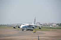 Avião Antonov, um dos maiores cargueiros do mundo, chega a Porto Alegre