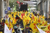 Estado gaúcho decide cortar ponto dos professores em greve