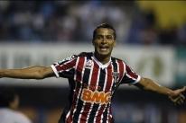 Novo reforço do Grêmio, Cícero desembarca em Porto Alegre e é elogiado por Renato