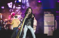 Steven Tyler sofreu convulsão após show em São Paulo, diz jornal americano