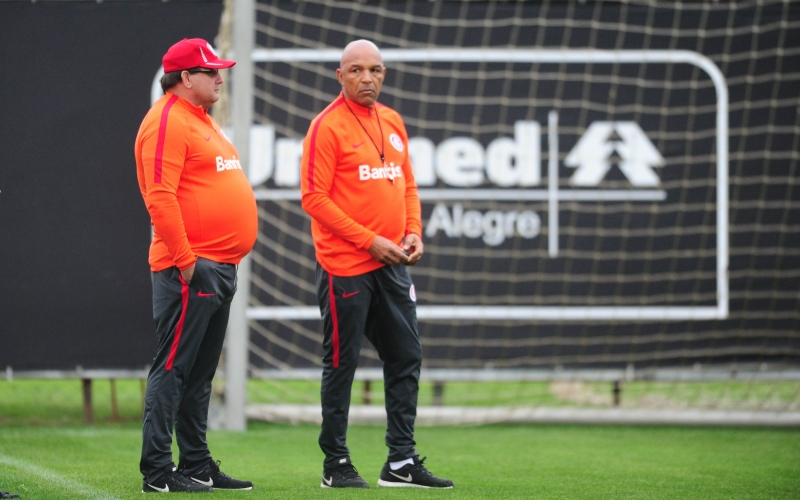 Guto Ferreira já não contará com Uendel e Nico, que estão suspensos pelo 3º cartão amarelo