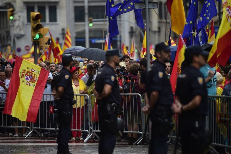 Governo espanhol pede ao Executivo catalão fim da 'farsa' do referendo