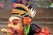 Pesquisadora relata aprendizado sobre máscaras Topeng na Ufrgs
