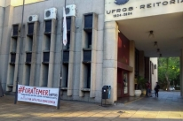 Ufrgs tem acessos bloqueados no Campus Centro em ato contra cortes no ensino superior
