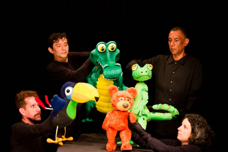 Grupo Atimonautas encena O Urso com música na barriga