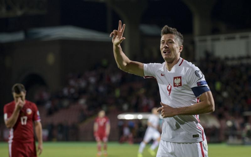 Centroavante foi destaque em vitória polonesa por 6 a 1 contra a Armênia