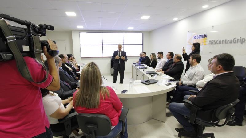 Secretário (c) apresentou posicionamento da SES sobre o Outubro Rosa em reunião nesta sexta