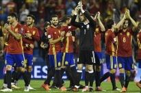 Espanha vence, é ajudada por empate da Itália e se garante na Copa do Mundo