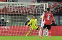 Sérvia perde na Áustria, mas fica a uma vitória da Copa; Gales e Irlanda na briga
