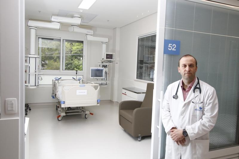 Teixeira relata que ambiente mais acolhedor diminuiu em um dia o tempo de internação, além de reduzir pela metade os delírios dos pacientes