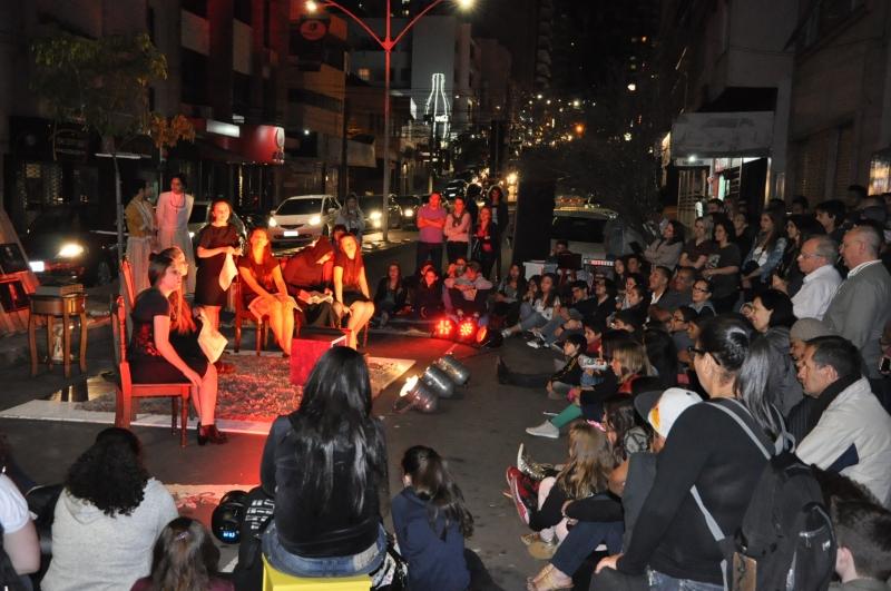 Mais próximo do público, com atividades na rua e em bares, além da lona, o evento literário voltou renovado após dois anos
