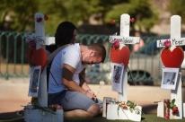 Norte-americanos lembram 58 vítimas de atirador de Las Vegas