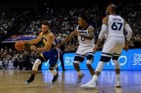 Curry brilha e Warriors vence a 1ª na pré-temporada da NBA