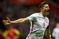 Polônia bate Montenegro e se garante na Copa; Dinamarca vai para a repescagem