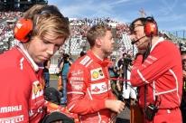 Vettel lamenta novo problema e diz que 'precisa proteger' Ferrari