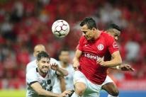 Internacional vence duelo gaúcho e chega à nona vitória seguida no Beira-Rio