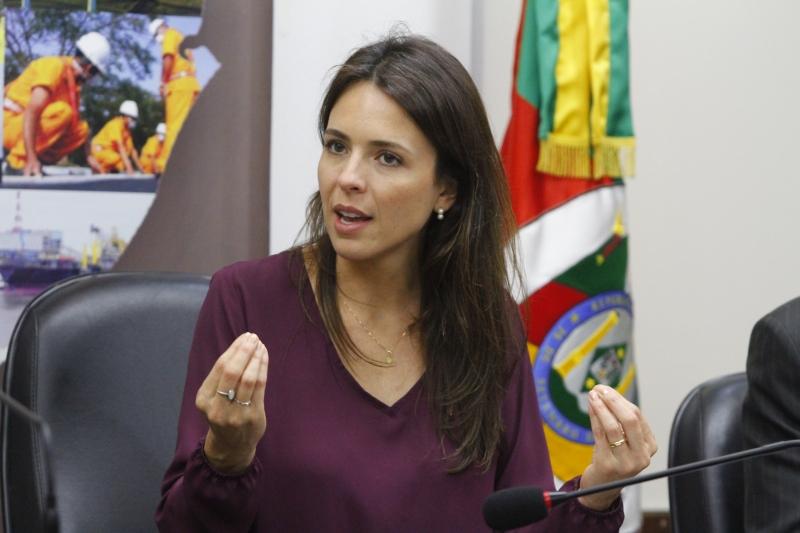 Any Ortiz também foi autora da extinção da pensão a ex-governadores